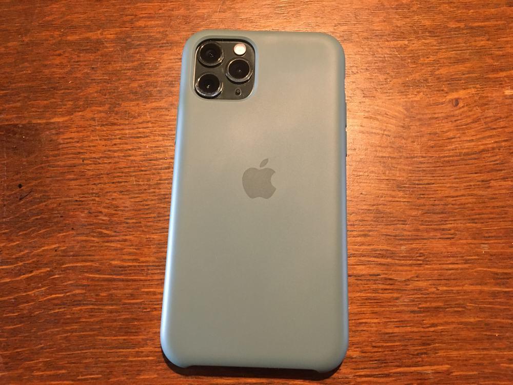 iPhone 11 Pro シリコンケース 装着